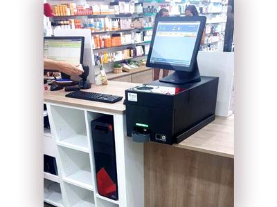 su sistema de gestión de efectivo encima del mostrador